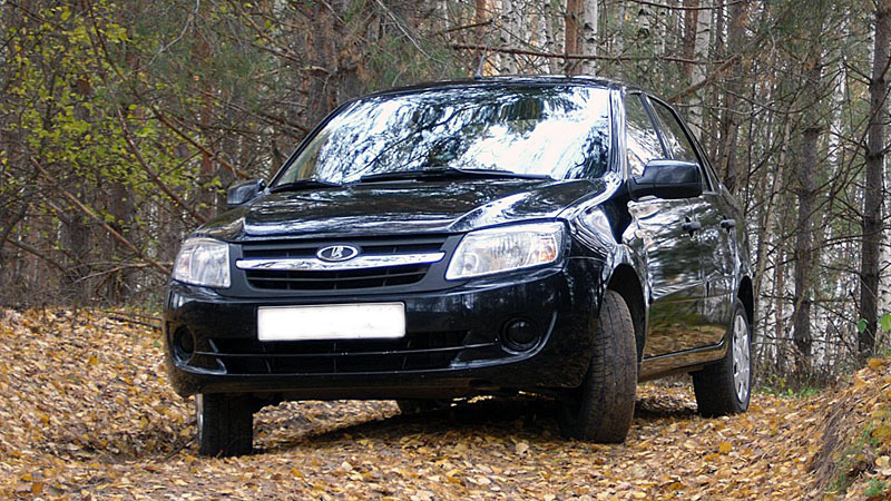Автомобиль лада черного цвета